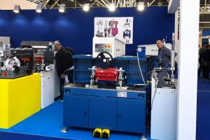 The stand of Rossi & Kramer with the RS 993 valve seats cutting machine in the foreground
